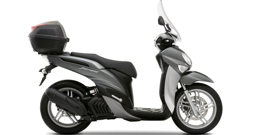 i 10 scooter 150 e 200 da tangenziale yamaha xenter 150. Black Bedroom Furniture Sets. Home Design Ideas