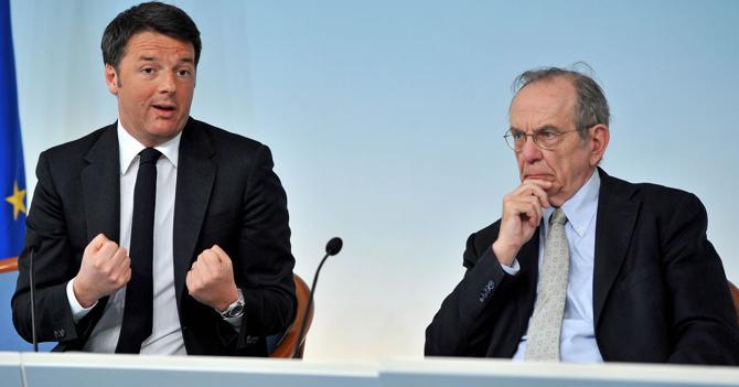 Matteo Renzi e Pier Carlo Padoan (Ipp)