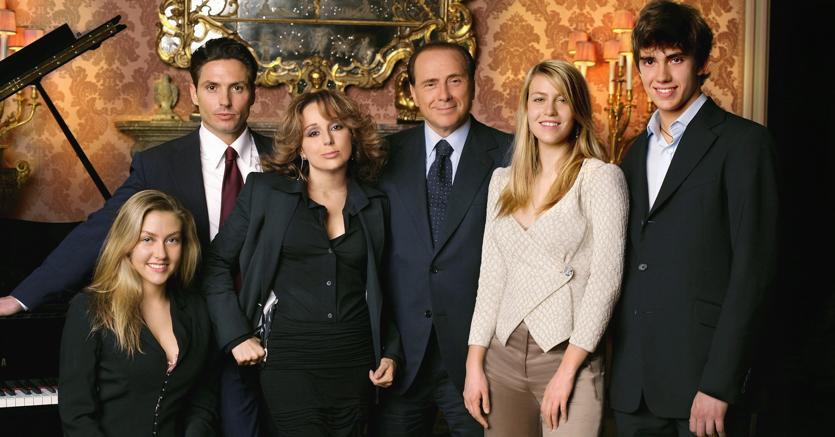 11 11 Silvio Berlusconi  La famiglia, i figli, gli amori a388c57677