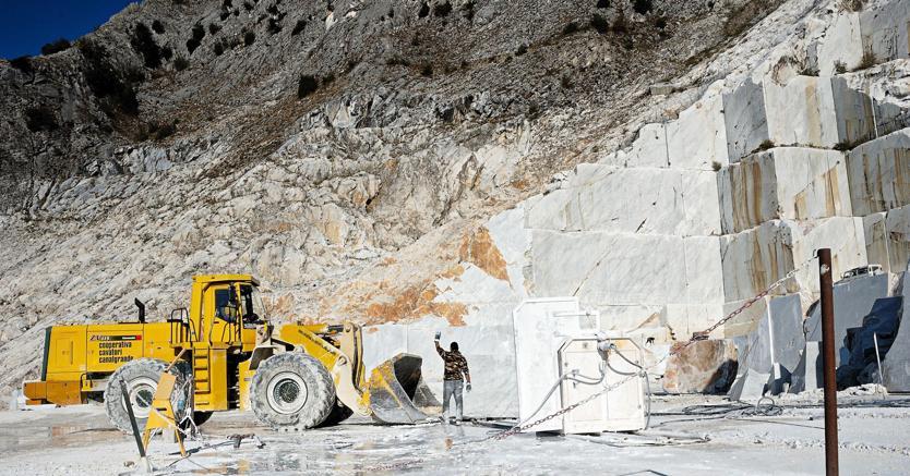 Operai dell 39 industria estrattiva for Marmo di carrara prezzo