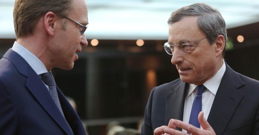 Jens Weidmann (Bundesbank) e il presidente della Bce, Mario Draghi