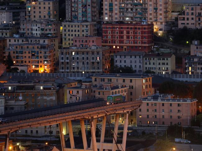 Il ponte Morandi crollato a Genova (Reuters)