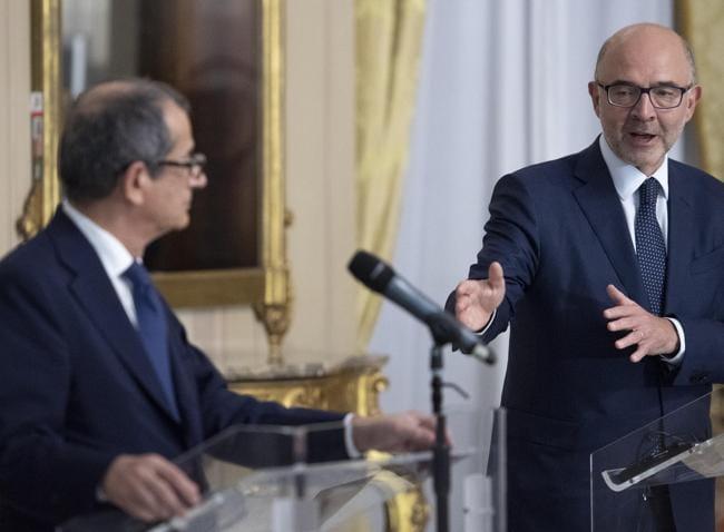 Giovanni Tria e il commissario Ue,  Pierre Moscovici (ANSA)