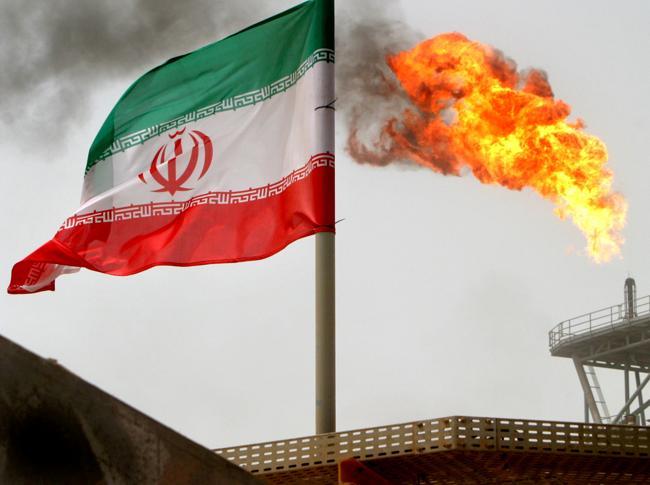 La stretta di Trump sul petrolio fa impennare i prezzi dell'oro nero (Reuters)