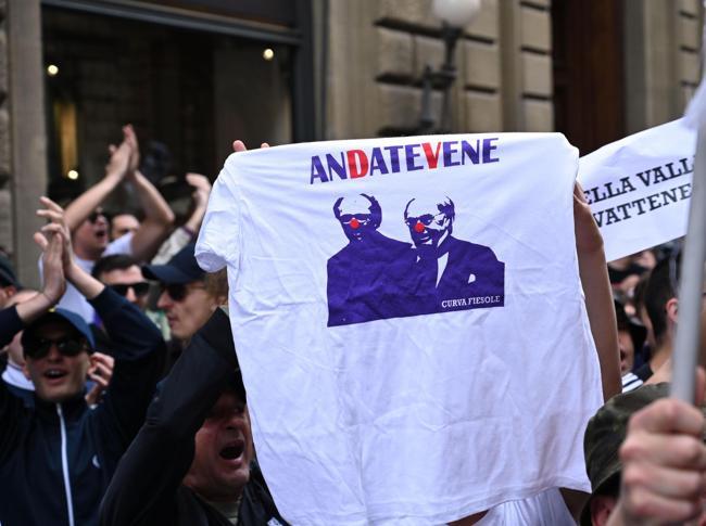 Flash mob di tifosi della Fiorentina contro i Della Valle (ANSA)