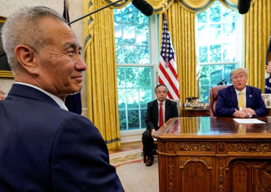 Il vice premier cinese Liu He nello Studio Ovale con Donald Trump durante i negoziati a ottobre