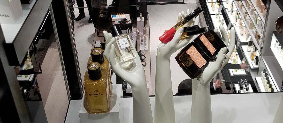 Chanel apre la prima boutique beauty a milano il sole 24 ore for Chanel milano boutique