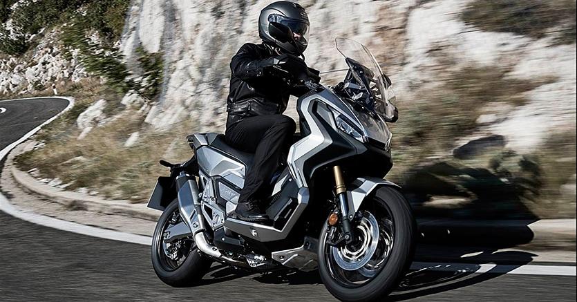 Honda Inventa In Italia Lo Scooter X Adv Rinnovati Gli Sh Il