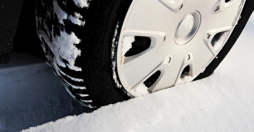 Gomme da neve e catene, cosa bisogna fare dal 15 novembre