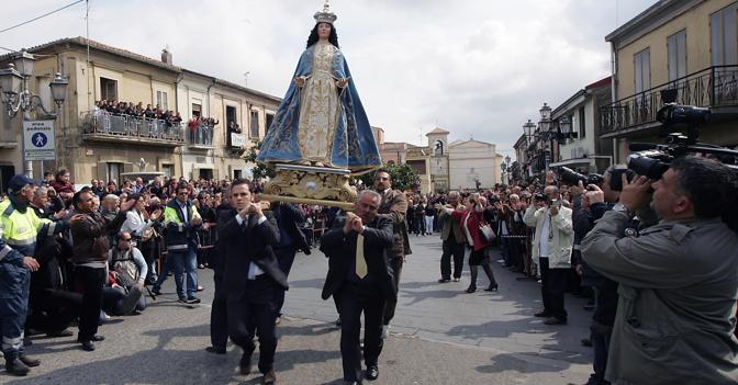 La Processione dell'Affruntata a Sant'Onofrio. (Ansa)