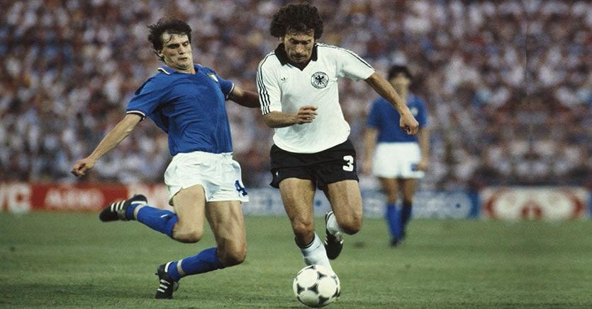 1982 Italia Germania,  Marco Tardelli contrasta Breitner