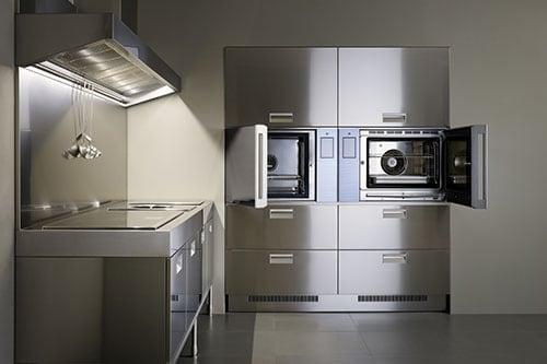 Una cucina super-professionale a casa propria (con tanto di chef ...