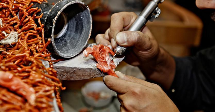 A sciacca in sicilia i gioielli di corallo rilanciano un for Arte arredi sciacca