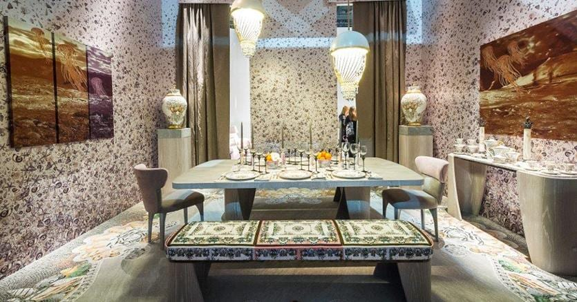 Salone del Mobile 2016. Un allestimento della collezione Versace Home all'interno della sezione  XLux