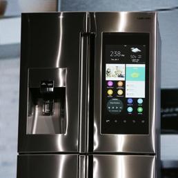 Il frigorifero con display per fare acquisti online la tv for Frigorifero samsung con schermo