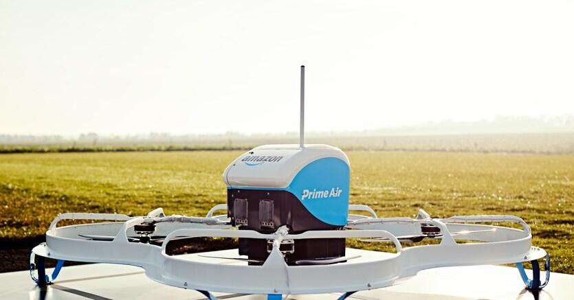Prime Air funziona: Amazon completa la prima consegna con un drone