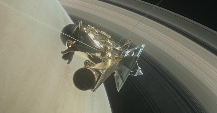 La  sonda Cassini attorno al Saturno