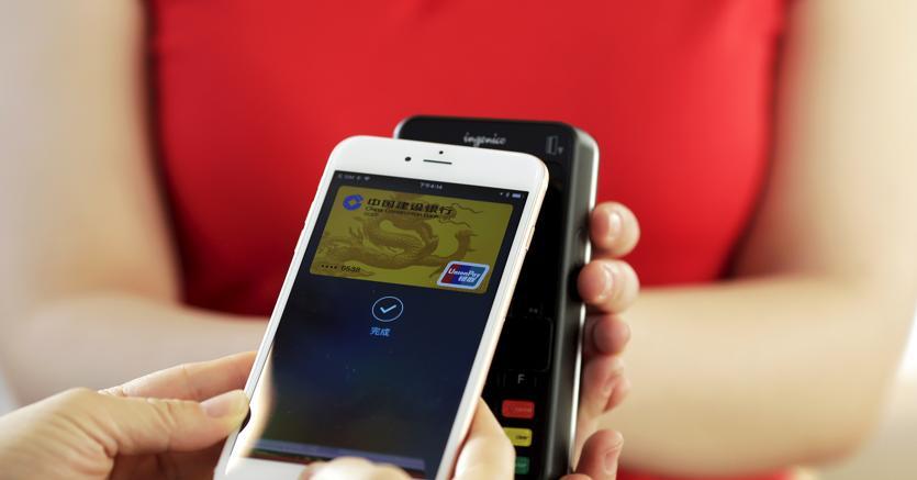 Un pagamento con Apple Pay (Reuters)