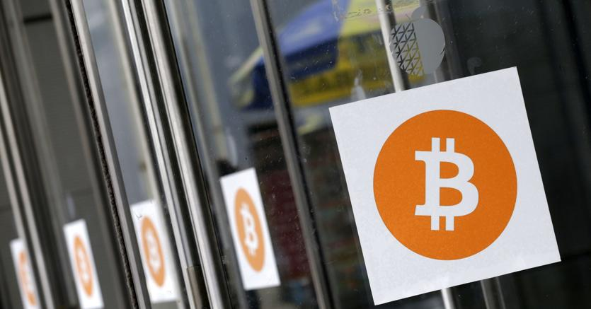 Bitcoin, nuovo record: superati i 2000 dollari