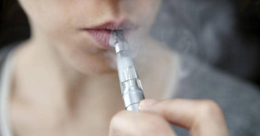 Il fumo delle sigarette elettroniche potrebbe danneggiare il Dna