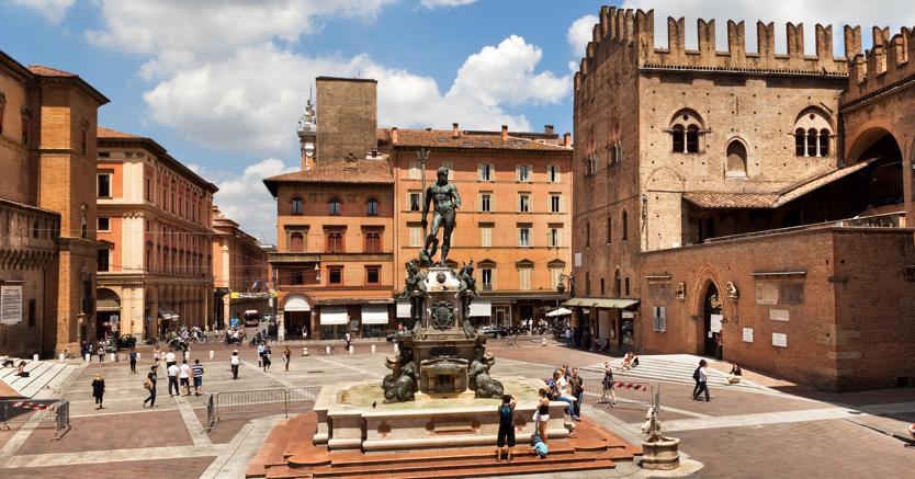 Bologna, piazza Nettuno (Olycom)