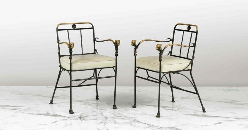 Diego Giacometti, Paire de fauteuils Tete de Lionne, deuxième version, vers 1980, bronze, mètal et cuir; est: 200.000 -300.000 €; sold: 559.500 ( 620.144 $)