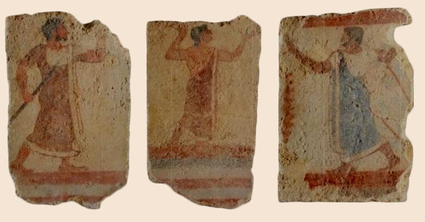 Frammmenti di  affreschi etruschi di una tomba del VI - V secolo a.C. recuperati dai Carabinieri del Nucleo TPC di Monza