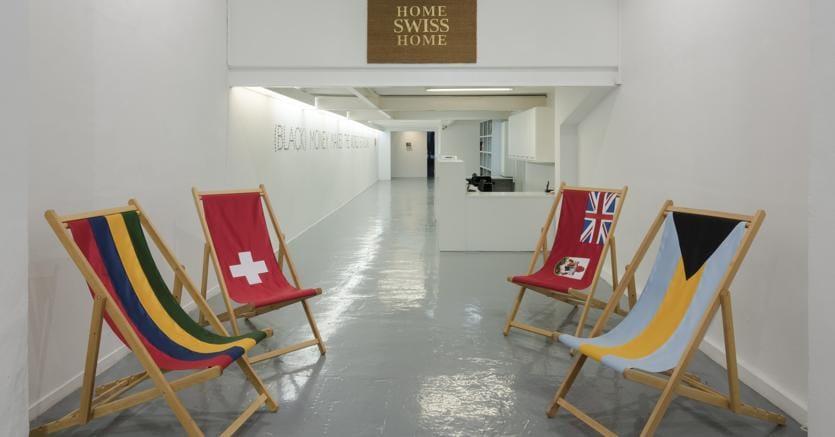Mostra.Veduta della personale di Eugenio Merino «Home Swiss Home» nella ADN Galeria di Barcellona nel 2017
