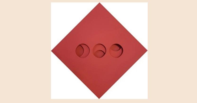 Paolo Scheggi, Intersuperficie curva dal rosso + bianco, Acrilico su tele sovrapposte, 50 x 50 x 5,5 cm, 1966, stima 140.000-180.000 €, venduto per 120.000 €