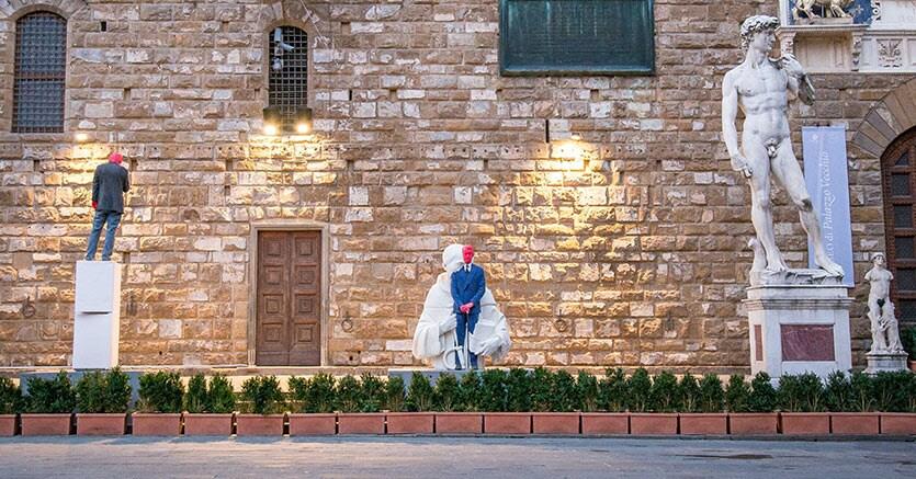 Svelate le statue di Fischer in piazza Signoria