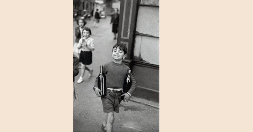 Henri Cartier-Bresson Rue Mouffetard, Paris, 1952 Lotto n. 2 battuto per 43.750 dollari rispetto a una stima di 15-25 mila dollari