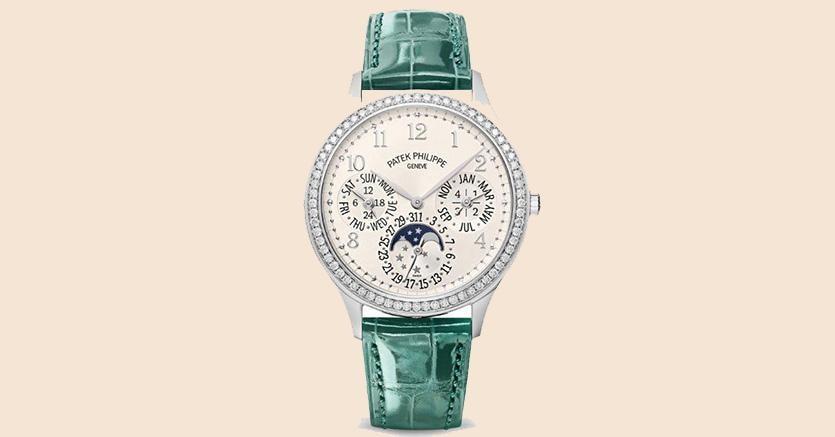Patek Philippe 7140, calendario perpetuo per signora con cassa in oro bianco e lunetta di diamanti, 85.769 euro