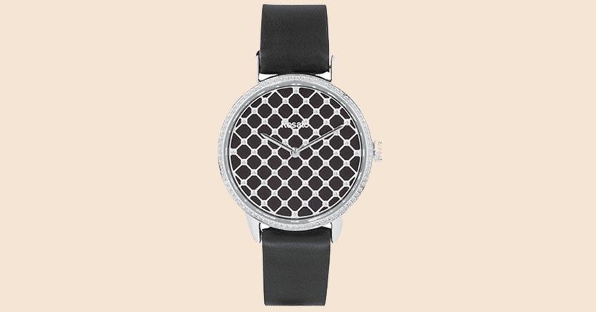 Black&White. Il modello RWRO02 è realizzato in acciaio con vetro in zaffiro, quadrante nero e cinturino in pelle. Il motivo optical impreziosisceil quadrante rotondo. Prezzo: 210 euro