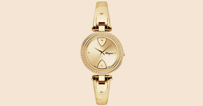La versione dorata del nuovo Gilio di Salvatore Ferragamo Timepieces, con cassa da 32 mm e 0,29 carati di diamanti sulla lunetta. Il prezzo è di 1.850 euro