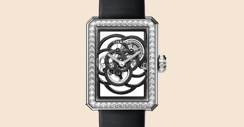 L'orologio che ha appena vinto «l'Oscar» del settore è ispirato al fiore preferito da Coco Chanel. Disegnato a Parigi, viene prodotto nella manifattura Chanel di La Chaux-de-Fonds, in Svizzera