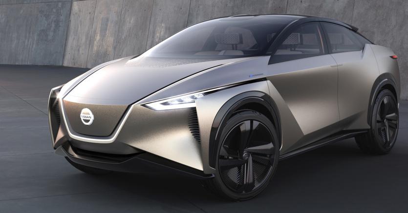 Nissan con il concept  ImX Kuro (a lato) studia un futuro suv elettrico da 600 km di autonomia.