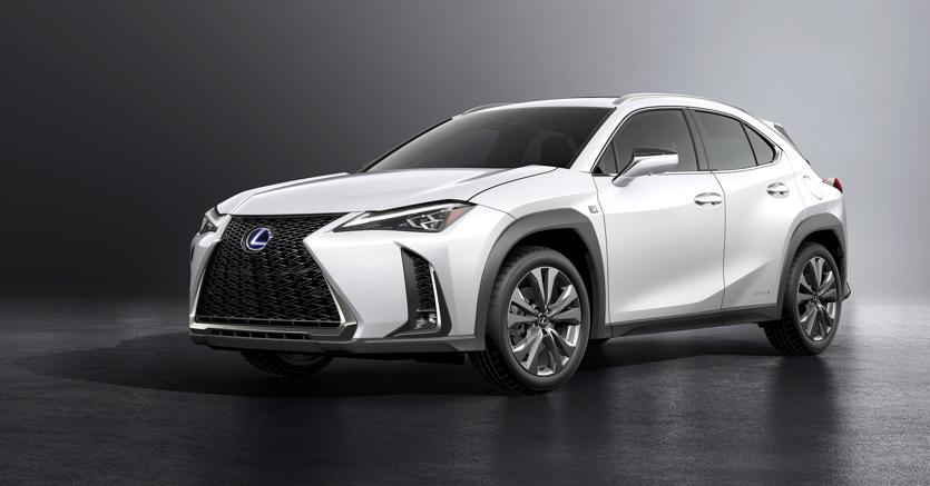 """Urban Crossover. Lexus Ux è di fatto il """"fratellino"""" nobile della Toyota C-HR ed è interamente realizzato sulla stessa piattaforma"""
