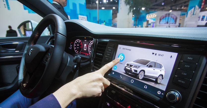 L'integrazione  a bordo dei sistemi Seat  di Shazam,  app per individuare i brani musicali.