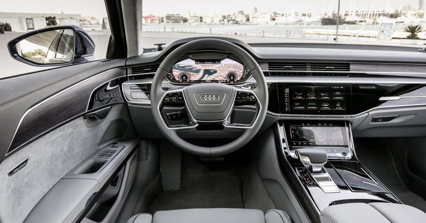Il cockpit dell'Audi A8