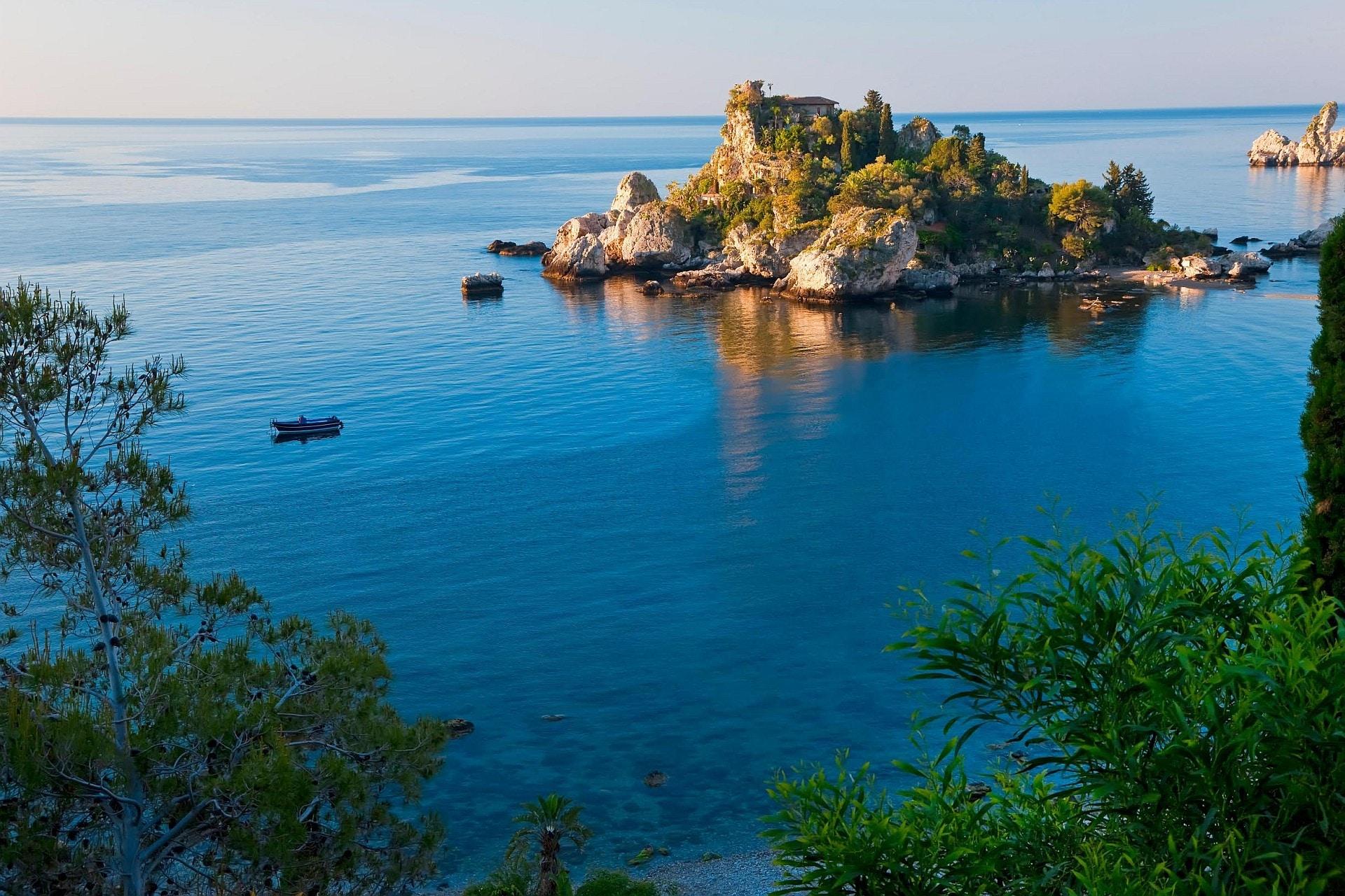 Sicilia dall 39 etna al mare di taormina il sole 24 ore - La finestra sul mare taormina ...