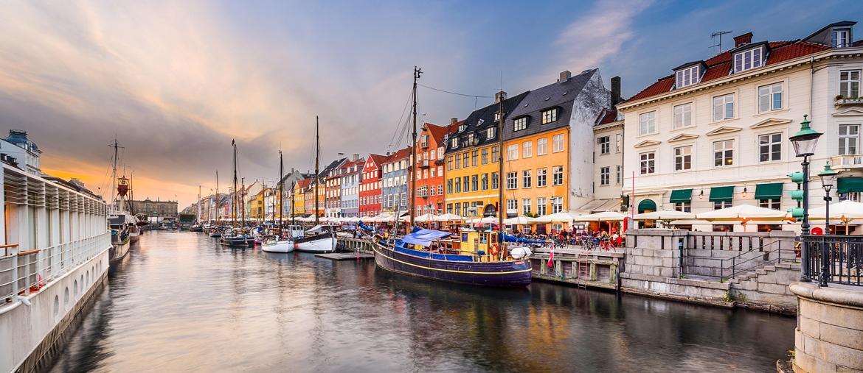 Nyhavn è l'antico porto di Copenaghen dove si trovano anche molti locali (ph IPA)