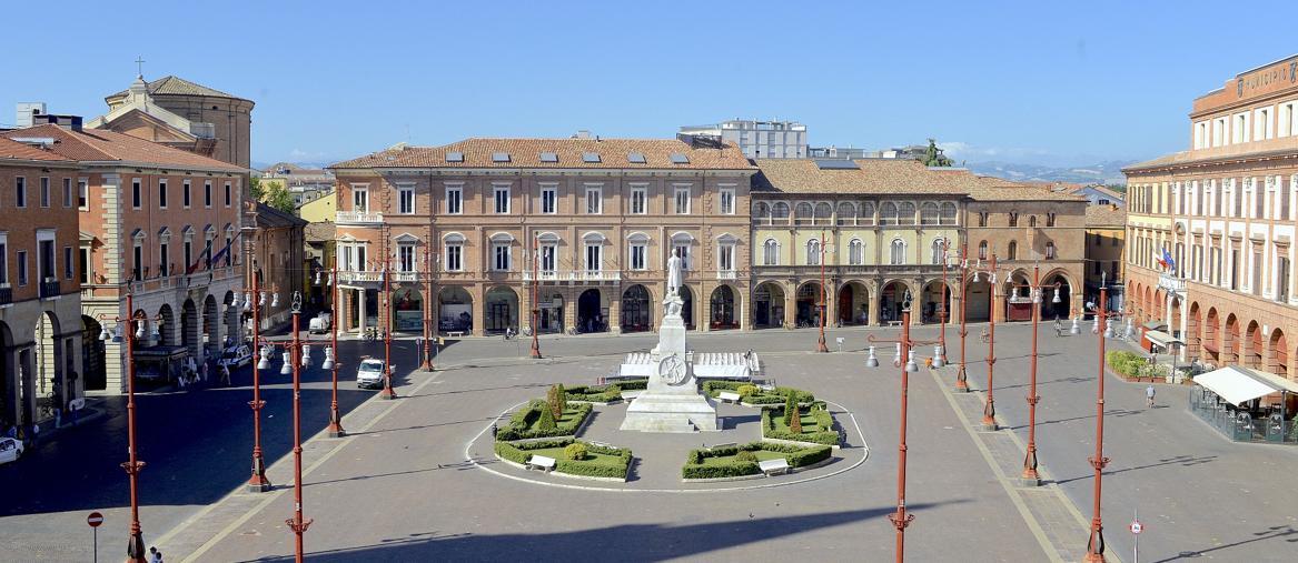 Piazza Saffi (ph Luca Massari)