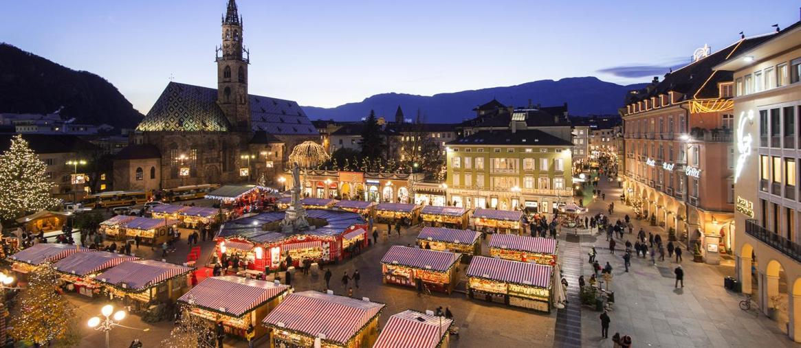 Dieci mercatini di Natale in Italia  tra classiche mete e piccoli borghi 285fa92e5f6c