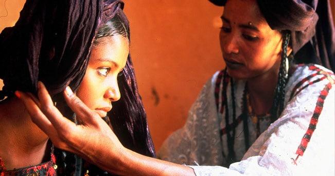 Ragazze Tuareg a Timbuctù (foto Bruno Zanzottera)