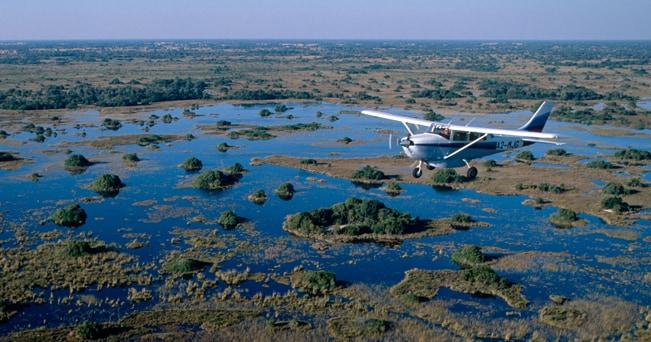 In volo sul delta dell'Okavango (foto Blickwinkel / Alamy)