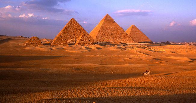 Le piramidi di Giza (foto Alamy/Milestone Media)