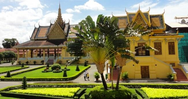 Il complesso del palazzo reale di Phnom Penh (foto Arianna Garavaglia)