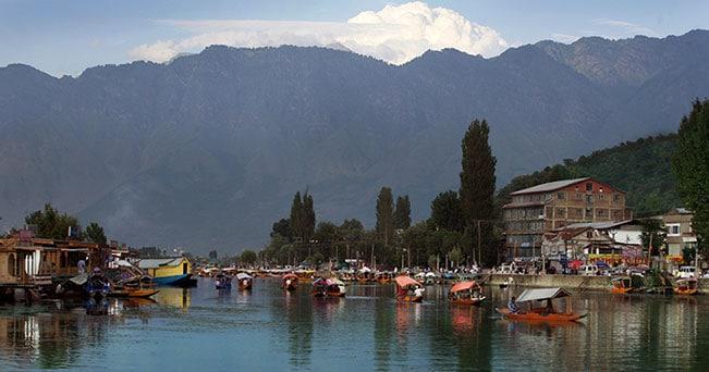 Lago Dal, Srinagar, Kashmir (India). Ph. Angelo Redaelli