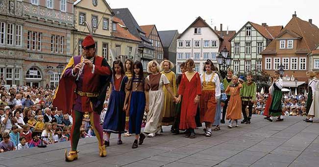 Una rappresentazione del Pifferaio Magico ad Hameln (PH IPA)