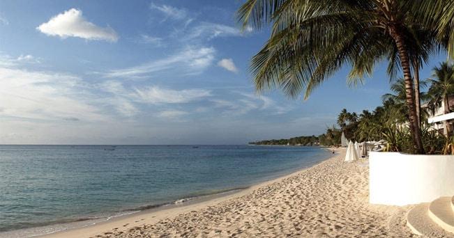 La spiaggia del Fairmont Royal Pavilion a Barbados